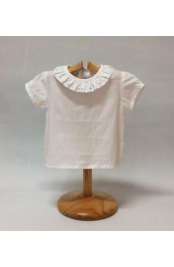 Camisa blanca cuello volante y bodoques